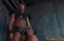 Beefy bear fucking a sexy hunk in the ass