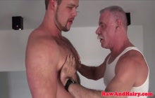 Older dude fucking with a sexy bear