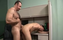 Muscled bear fuck video