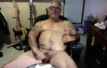 Bear stroking his cock on webcam