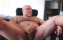 Horny amateur dude wanks cock