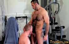 Muscle bears fucking in the gym