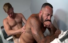 Big muscled studs flip flop fucking